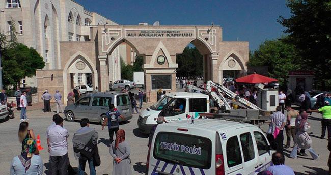 Yanlış okula giden adayı Beyşehir Emniyet Müdürü makam arabasıyla sınava yetiştirdi