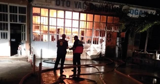 Konya'da sanayi sitesinde yangın! Kullanılamaz hale geldi