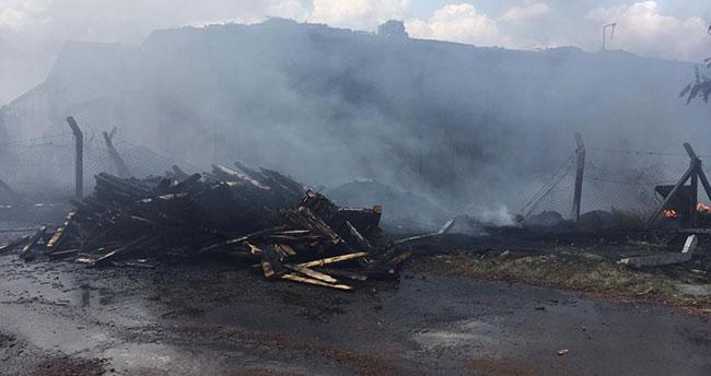 Konya'da sanayi bölgesinde yangın! İki plastik atık deposu yandı