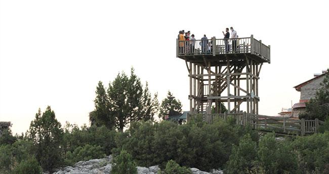 Beyşehir Gölü Milli Parkı'ndaki Leylekler Vadisi'ne ziyaretçi ilgisi artıyor
