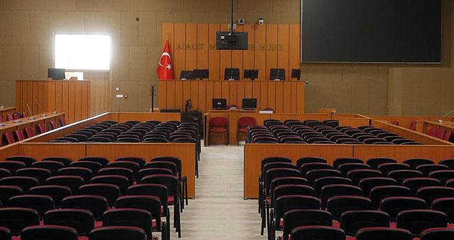 """Konya'da eşini silahla öldürüp intihara kalkışan sanık hakim karşısına çıktı: """"Yanlışlıkla oldu"""" dedi"""