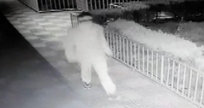 Konya'da yaşandı! Şaşkın hırsız kamerayı kırdığını zannetti, kendisini kayda aldı