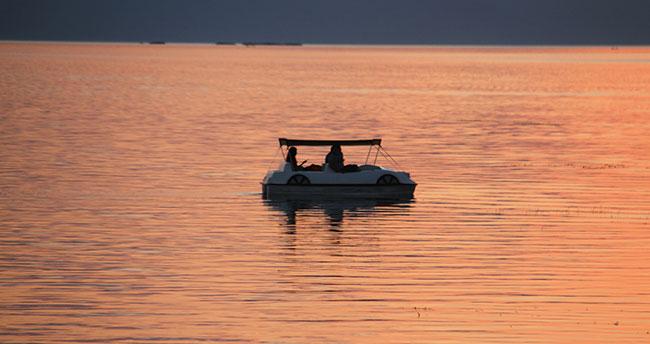 Beyşehir Gölü Milli Parkı'nda gün batımının güzelliği fotoğraf tutkunlarını cezbediyor