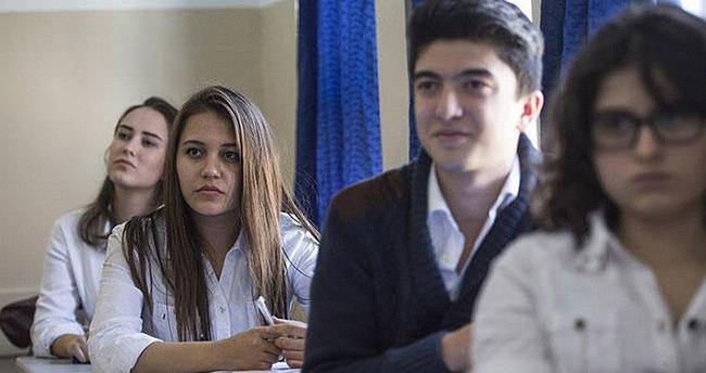 MEB'den devamsızlıktan kalan lise son öğrencilerine 'mezuniyet' müjdesi