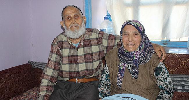 75 yıldır aynı yastığa baş koyan çift mutlulukları ile örnek oluyor