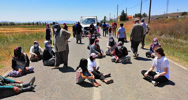 Ilgın'da kamulaştırma istemeyen mahalleliler yol kapatma eylemi yaptı