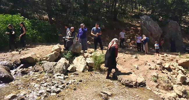 Pandemi yasakları sonrasında Konya'da piknikçiler Aygırdibi'ne akın ediyor