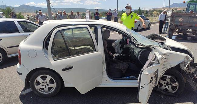Konya'da otomobille traktör çarpıştı: 3 yaralı