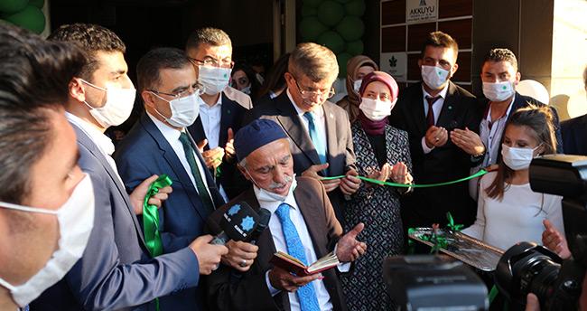 Gelecek Partisi Genel Başkanı Davutoğlu, partisinin teşkilat binasını açtı
