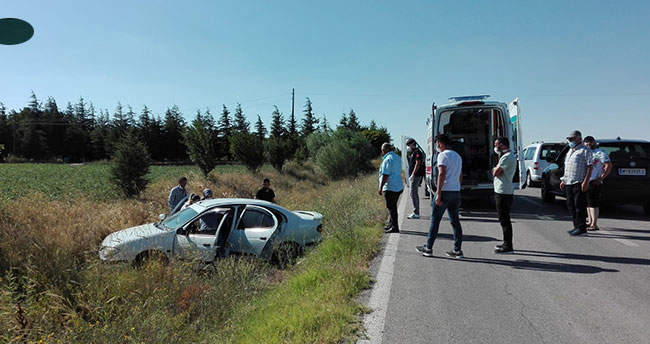 Kulu'da otomobil şarampole uçtu 2 kişi yaralandı