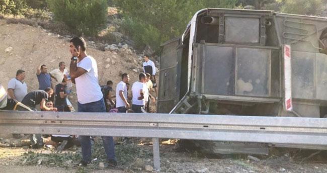 Askerleri taşıyan otobüs devrildi: 4 asker şehit