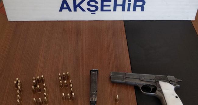 Konya'da uyuşturucu baskınında ruhsatsız tabanca ele geçirildi