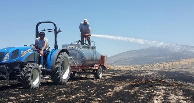 Konya Beyşehir'de arazi yangınında saman balyaları yandı