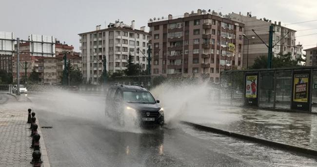Konya'yı sağanak yağış vurdu