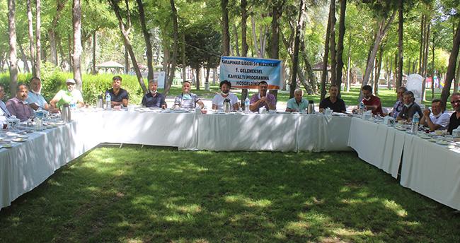 Konya'da lise arkadaşları 29 yıl sonra bir araya geldi