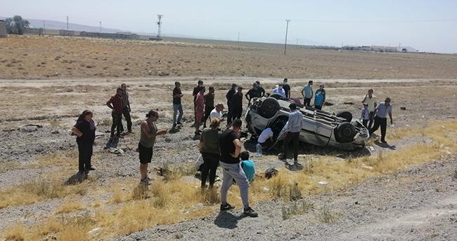 Konya'da otomobil tarlaya takla attı: 3 yaralı