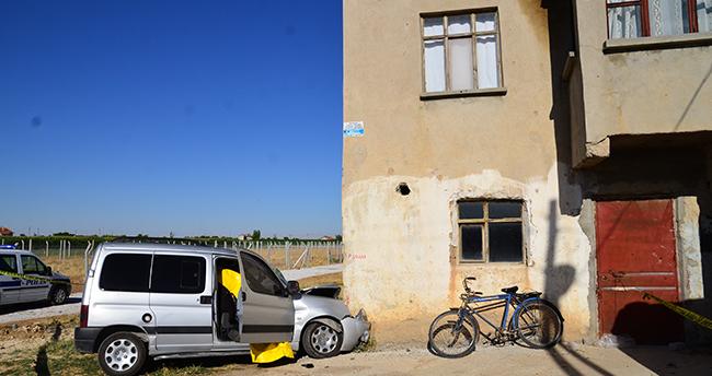 Konya'da hafif ticari araç duvara çarptı: 1 ölü, 2 yaralı
