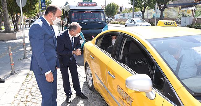 Konya Valisi Özkan, maske ve sosyal mesafe denetimlerine katıldı