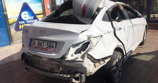 Konya'da gurbetçi gençlerin içinde bulunduğu otomobil devrildi: 1 ölü, 4 yaralı