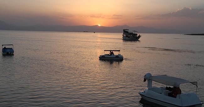 Beyşehir Gölü'nde günbatımı turları yoğun ilgi görüyor