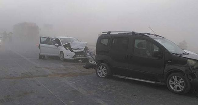 Toz savrulması çok sayıda kazaya neden oldu! Konya-Aksaray yolu trafiğe kapatıldı