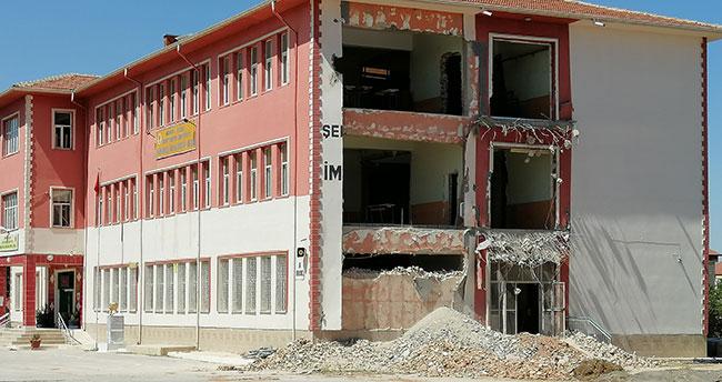 Konya'da onarım yapılan okulun duvarı çöktü: 1 işçi öldü