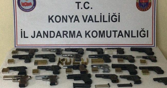 Konya'daki operasyonda 24 ruhsatsız tabanca ele geçirildi, 2 şüpheli gözaltına alındı