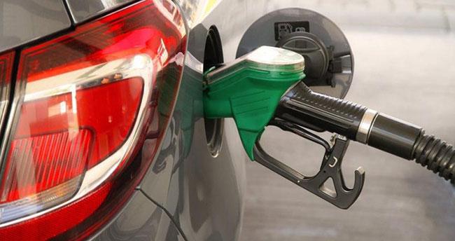 Aracı olanları sevindirecek gelişme! Benzine indirim geliyor