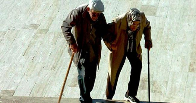 Türkiye'de yaşam süresi uzadı! Kadınlar erkeklerden 5.4 yıl daha fazla yaşıyor