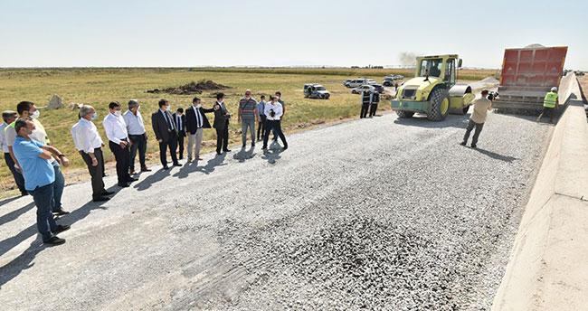 Çatalhöyük ve Boncukluhöyük'ü buluşturan yolda asfalt çalışması