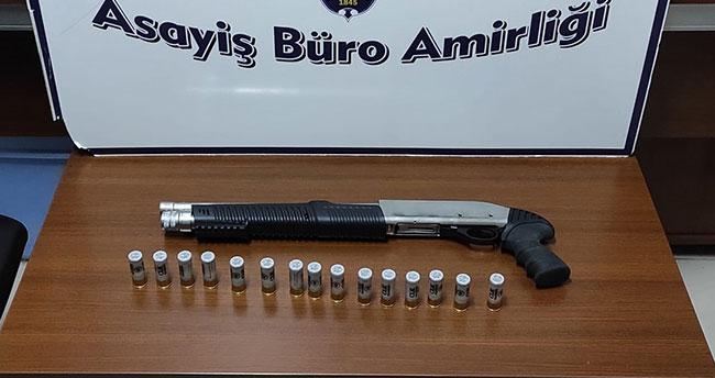 Konya'da şüphe üzerine durdurulan araçta pompalı tüfek ele geçirildi