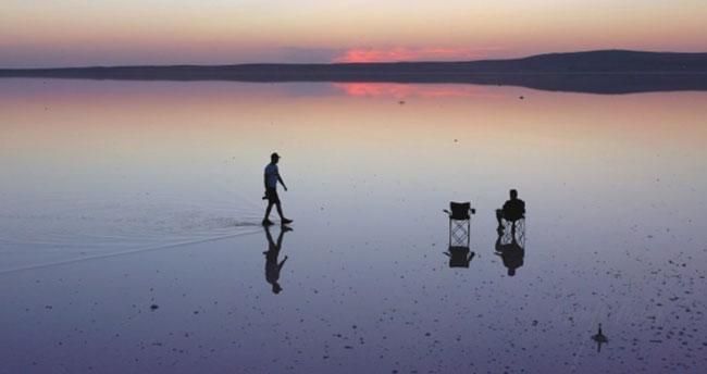 Tuz Gölü'nde renkli gün batımı