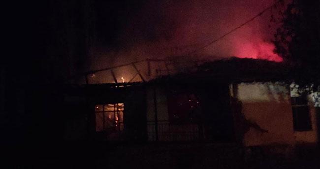 Konya'da yangın çıkan müstakil ev kullanılamaz hale geldi