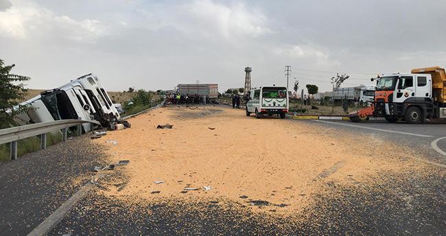Konya'da çarpışan iki tırın şoförlerinden biri hayatını kaybetti