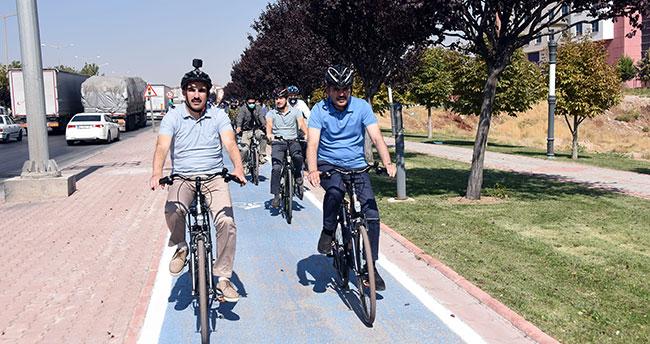 Bakan Kurum ve Başkan Altay sağlıklı yaşam için pedal çevirdi