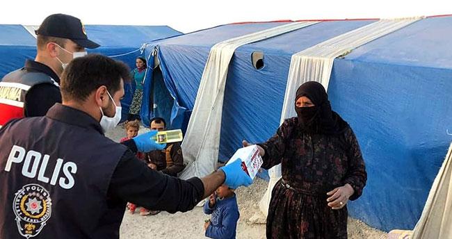Konya'da mevsimlik tarım işçilerine maske ve dezenfektan