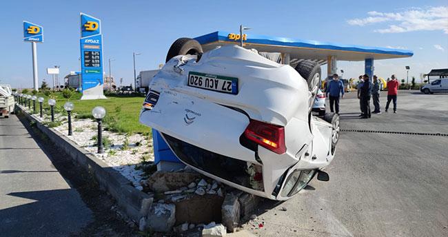 Konya'da kamyonetle çarpışan otomobil takla attı: 2 yaralı