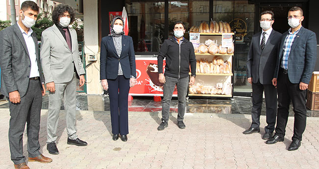 Selçuklu MHP'den askıda ekmek kampanyasına destek