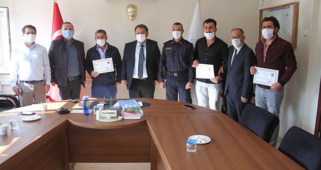 Konya'daki orman yangını söndürmedeki katkılarından dolayı çiftçi aileye teşekkür belgesi