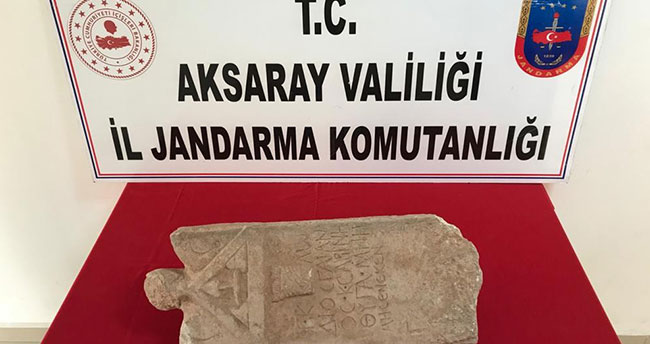 Aksaray'da tarihi mezar taşı satmaya çalışan kişi jandarmaya yakalandı