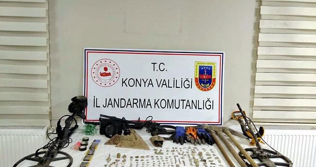 Konya'da izinsiz kazı yapan şahıslar jandarmaya yakalandı