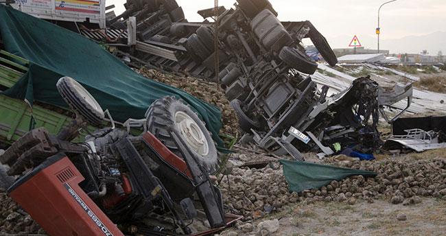 Konya'da tırın pancar yüklü traktöre arkadan çarptığı kazada 3 yaralı