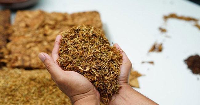 """FETÖ ile irtibatı nedeniyle görevden uzaklaştırılan astsubay """"kaçak tütün"""" işine girmiş"""