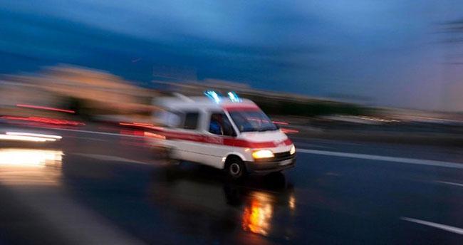 Konya'da elektrik direğine çarparak devrilen otomobildeki 3 kişi yaralandı