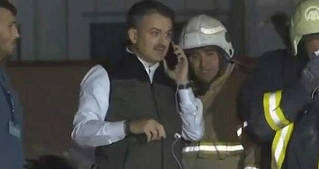 Enkaz altındaki vatandaşa bakan telefonla ulaştı..