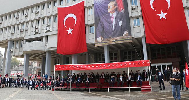 Yer: Zonguldak… 29 Ekim'de protokole deri koltuk, gazilere plastik sandalye!