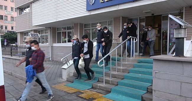 Konya'nın da bulunduğu 5 ilde FETÖ'den gözaltına alınan 7 asker etkin pişmanlık yasasından faydalandı