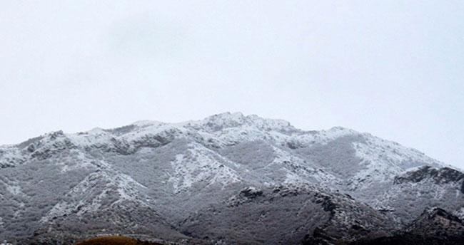 Konya'nın Bozkır ilçesinde yüksek kesimlere kar yağışı