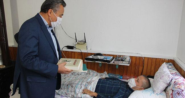 Okuma azmini kaybetmeyen Durmuş Ali Yaşar'a Başkan Tutal'dan ziyaret