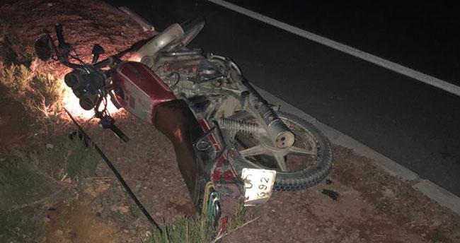 Konya'da iki motosiklet sürücüsü birden traktöre bağlı tarım aletine çarptı: 1 ölü, 1 yaralı!